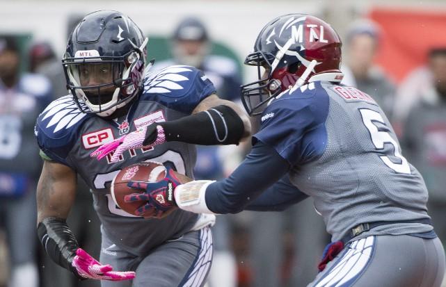 Les Alouettes de Montréal ont porté l'uniforme rendant... (Photo Presse Canadienne)