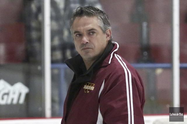 L'entraîneur-chef des Maroons, Michel Deschamps.... (Julie Catudal, archives La Voix de l'Est)