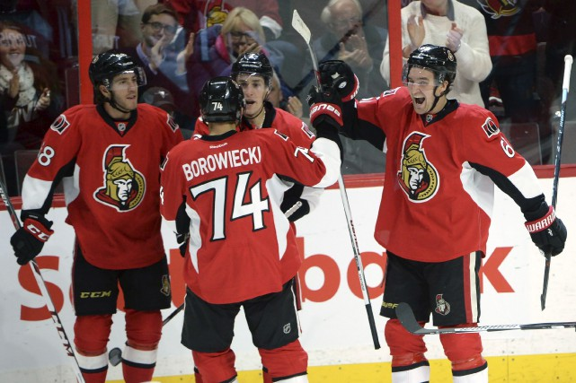 Mike Hoffman, Kyle Turris, et Mark Stone produisent... (Archives, La Presse Canadienne)