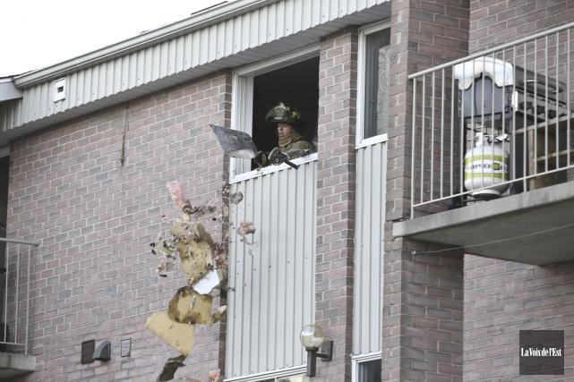 Un incendie qui a éclaté dans un immeuble... (Julie Catudal, La Voix de l'Est)