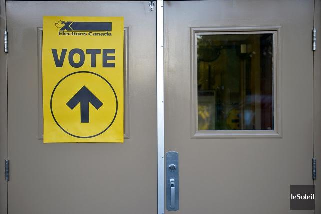 Une courte panne a frappé le site internet d'Élections Canada ce matin vers... (Photo Yan Doublet, archives Le Soleil)