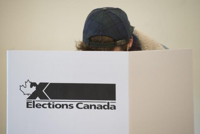 Les Sherbrookois se présentent en masse dans les bureaux de vote de la... (Photo PC)