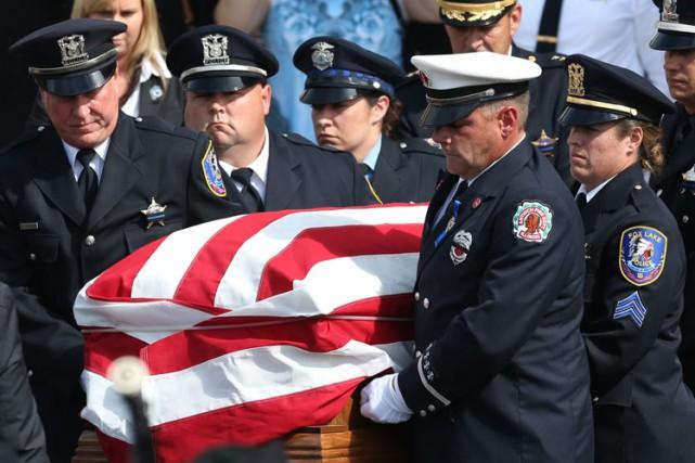 Les funérailles de Joseph Gliniewicz, policier de Fox... (ARCHIVES AP)