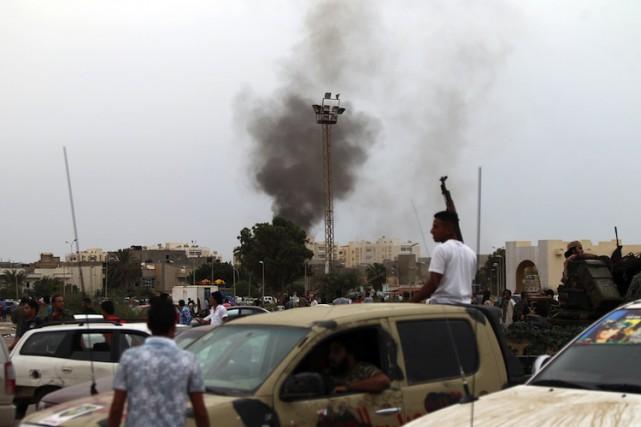 Cinq personnes ont été tuées dans un bombardement survenu à Benghazi lundi... (ARCHIVES AFP)