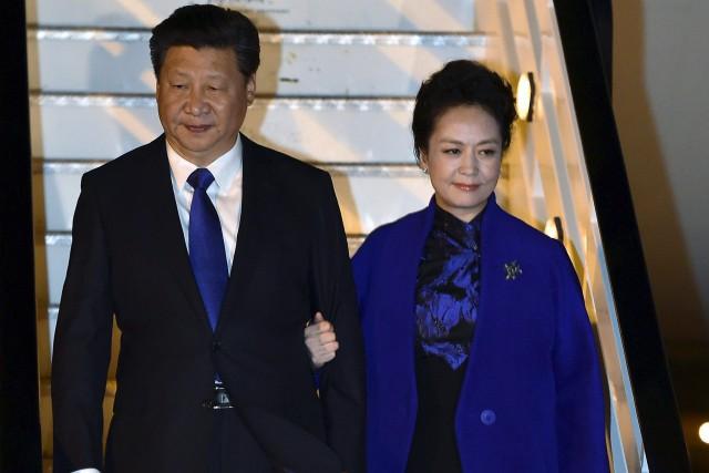 Xi Jinping et sa femme à leur arrivée... (PHOTO AP)