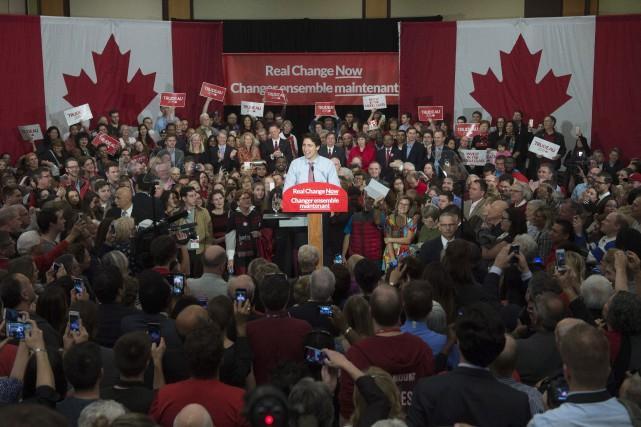 Justin Trudeau, fait un discours lors d'un rassemblement... (Photo Adrian Wyld, La Presse Canadienne)