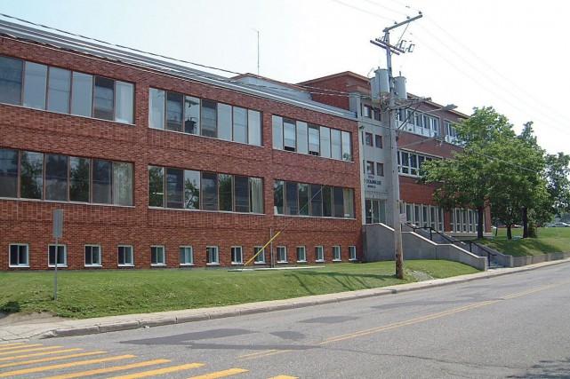 L'école Saint-Dominique est située au 2, rue de... (Tirée du site de la Commission scolaire des Navigateurs)