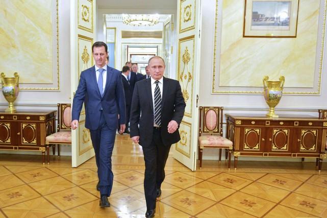 Le président Poutine (à droite) a reçu au... (PHOTO ALEXEY DRUZHININ, RIA NOVOSTI/KREMLIN/AFP)