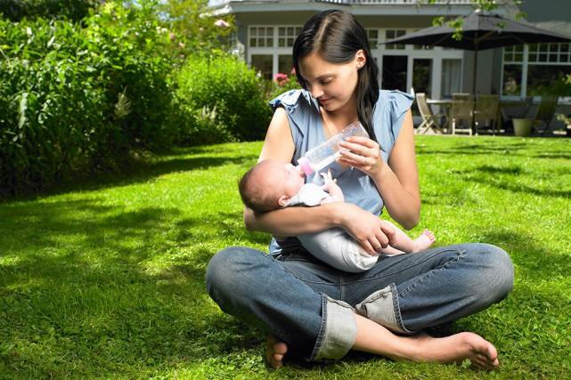 Les bébés nés pendant l'été ont plus de chances de devenir des adultes forts et... (Photo Masterfile)