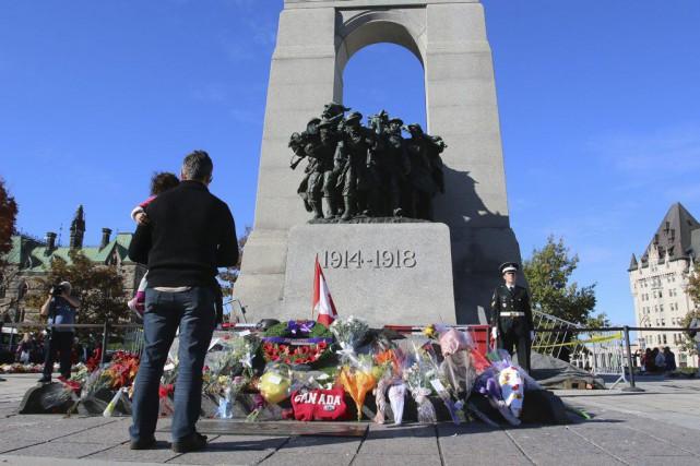 La cérémonie d'hommage aux militaires Nathan Cirillo et Patrice Vincent, tombés... (Patrick Woobury, Archives LeDroit)
