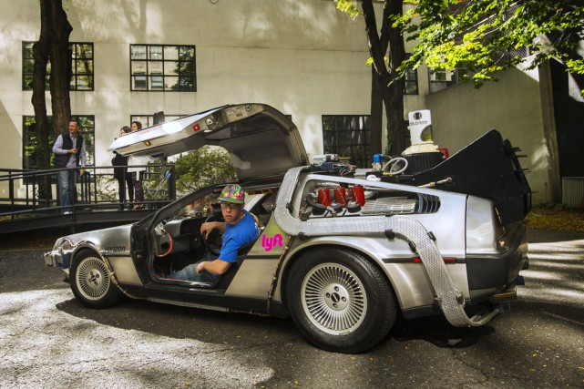 Une voiture identique à la DeLorean de Back... (PHOTO REUTERS)