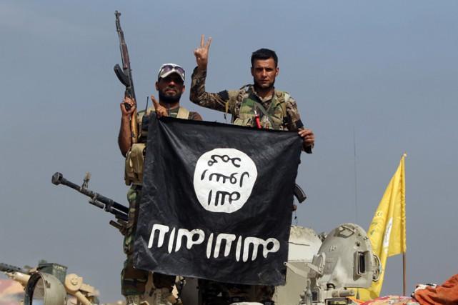 Des forces paramilitaires dominées par des chiites soutenus... (PHOTO AFP)