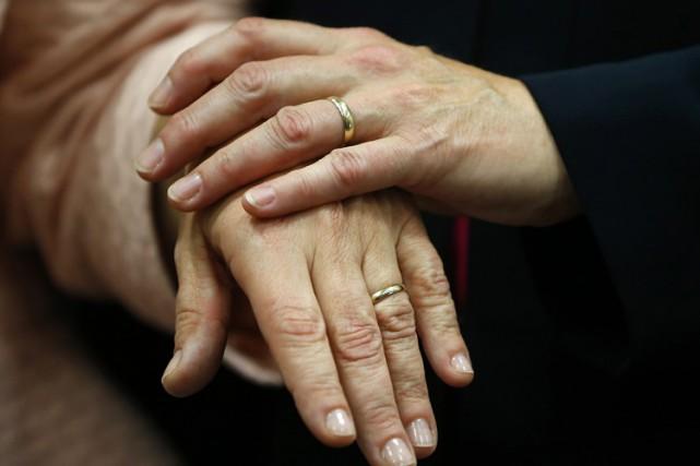 Le fisc américain a annoncé officiellement mercredi que le mariage gai serait... (PHOTO AP)