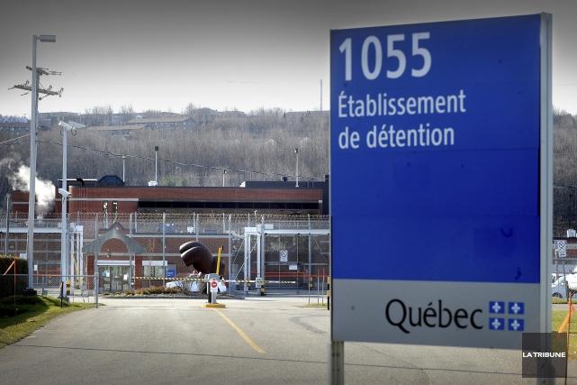 Un détenu est accusé d'avoir tenté de faire... (Archives, La Tribune)