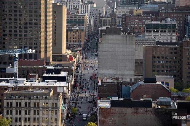 Rue emblématique de Montréal avec ses centaines de... (Photo Bernard Brault, archives La Presse)