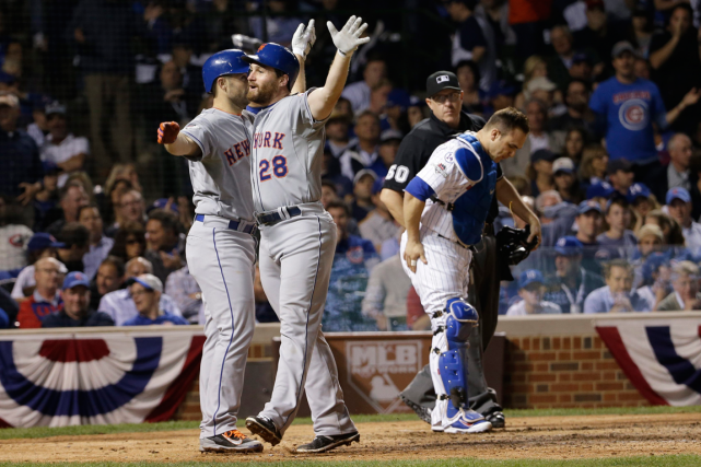Daniel Murphy (28) a claqué un circuit de... (Photo David J. Phillip, AP)