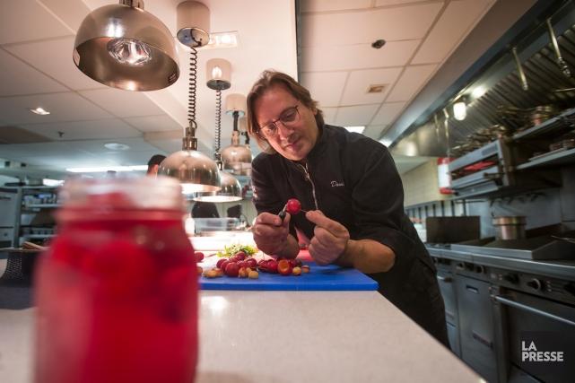 Dans l'avant-propos de son livre, La cuisine réfléchie,Daniel... (PHOTO IVANOH DEMERS, LA PRESSE)