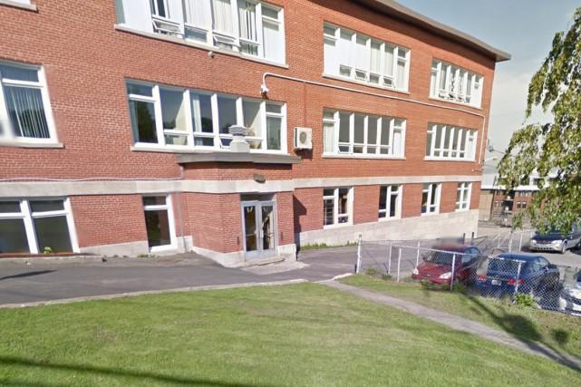 Cette fois, les deux mêmes hommes ont abordé... (Google Street View)