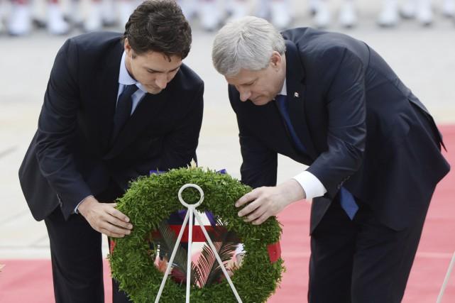 Le premier ministre sortant Stephen Harper et le... (La Presse Canadienne, Sean Kilpatrick)