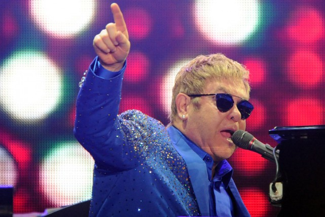 Le chanteur britannique Elton John a annoncé jeudi la sortie début 2016 de son... (PHOTO ARCHIVES AFP)