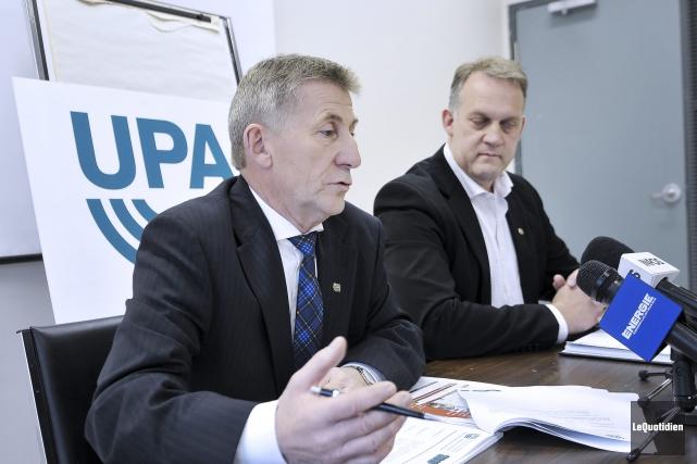 En conférence de presse, Yvon Simard, président de... (Photo Le Quotidien, Rocket Lavoie)