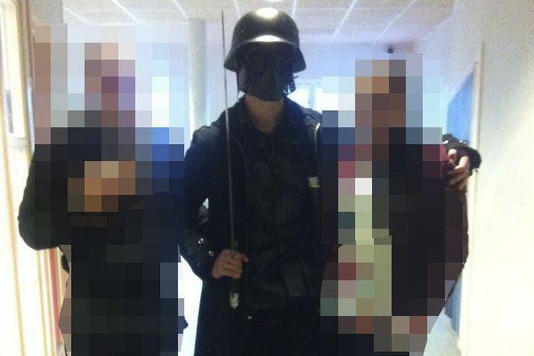 Le tueur présumé a posé avec des élèves... (Photo AFP)