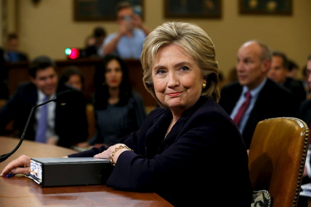 Hillary Clinton, face à sept républicains et cinq... (PHOTO JONATHAN ERNST, REUTERS)