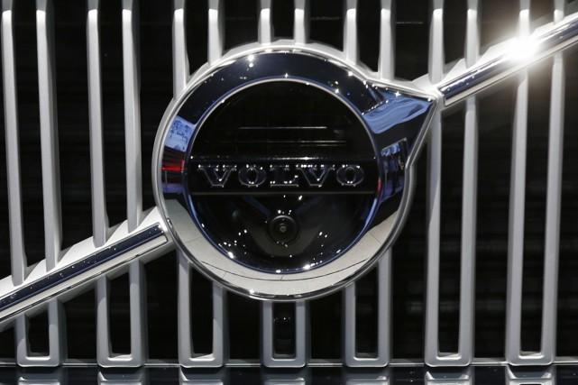 Le numéro deux mondial des poids lourds, le suédois Volvo, a fait état vendredi... (Photo Benoit Tessier, archives Reuters)