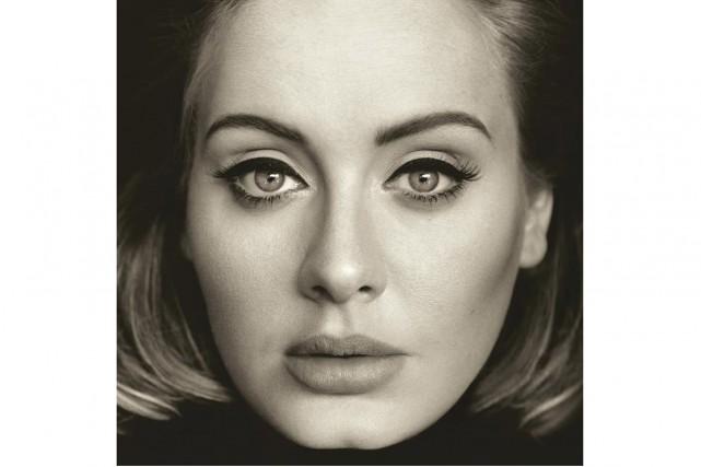Sur 21, la chanteuse pleurait un deuil amoureux. Sur 25, elle... (PHOTO AP)