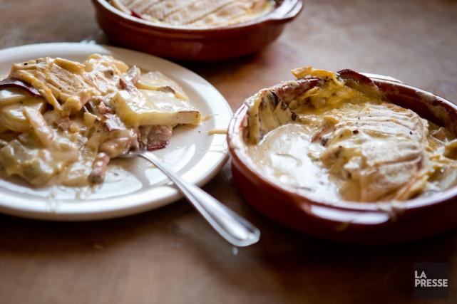 La ferme Ducrêt produit quatre fromages. Il y a le Crê-meuh et la Brique, deux... (Photo Marco Campanozzi, La Presse)