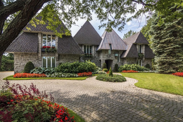 Derrière des murets en pierre se cache la... (Photos fournie par Sotheby's International Realty)