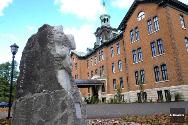 L'Hôtel Montfort et centre des congrès attire davantage... (Stéphane Lessard, Le Nouvelliste)