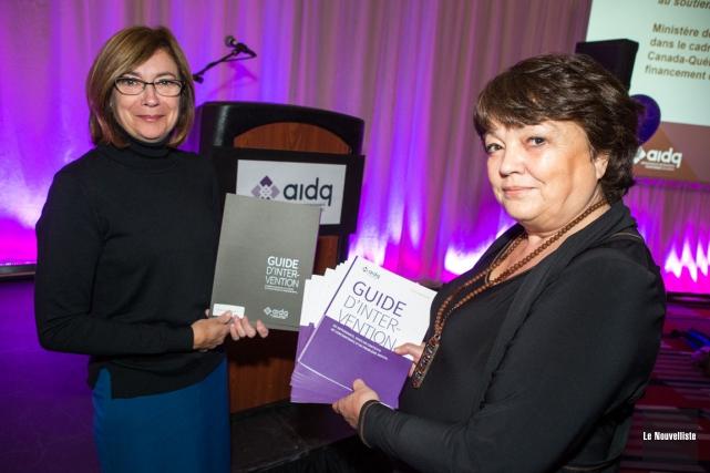 À gauche, Lisa Massicotte, directrice générale de l'AIDQ... (Olivier Croteau, Le Nouvelliste)