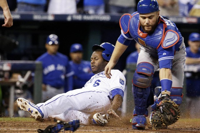 Lorenzo Cain a marqué le point gagnant.... (Photo Charlie Riedel, AP)