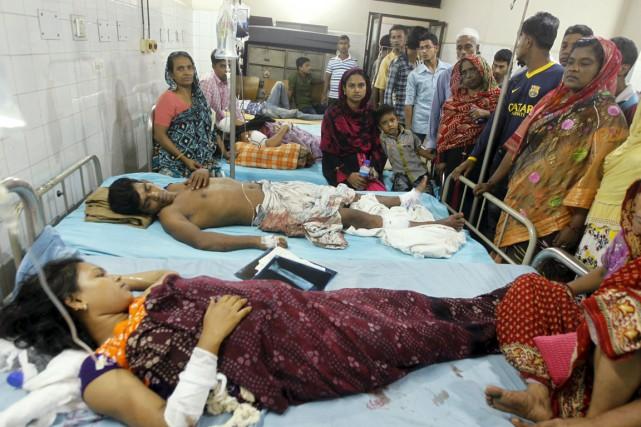 Deux personnes blessées lors de l'attaque sont alitées... (PHOTO ASHIKUR RAHMAN, REUTERS)