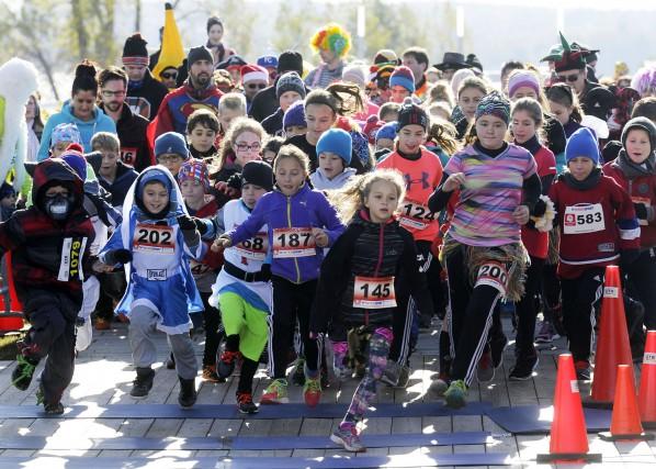 Au moins 500 personnes, dont plusieurs enfants, se... (Photo: Andréanne Lemire)