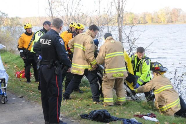 Une situation aurait pu être dramatique, samedi en fin d'avant-midi près de la... (Courtoisie, Service des incendies d'Ottawa)