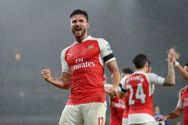 Olivier Giroud a aidé Arsenal a remporté un... (PHOTO ADAM DAVY, AP)