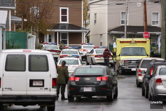Les policiers mènent en ce moment une opération... (Catherine Trudeau, La Voix de l'Est)