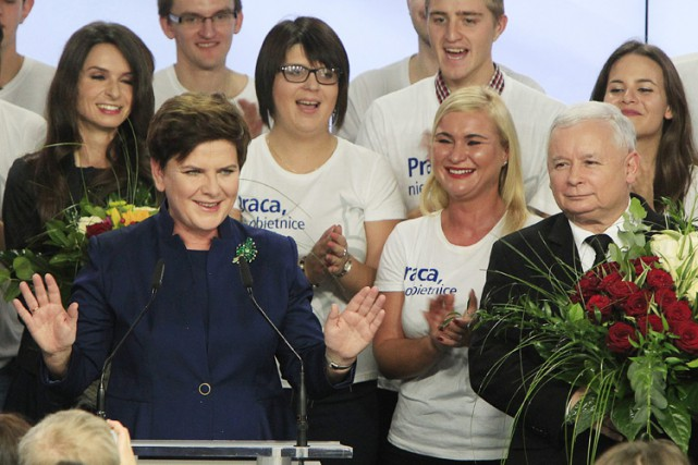 Le nouveau gouvernement doit être dirigé par une... (PHOTO AP)