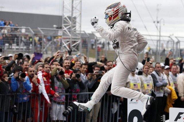 Lewis Hamilton est champion de la F1 pour... (Associated Press)