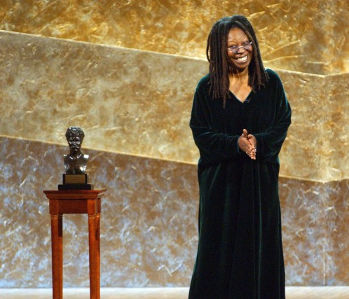 Whoopi Goldberg a dû interrompre son spectacle en... (The Associated Press, archives)