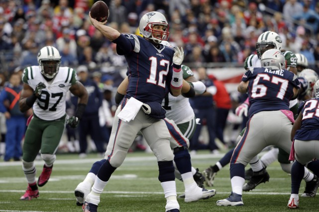 Tom Brady a cumulé 135 verges de gains... (Photo: Associated Press)
