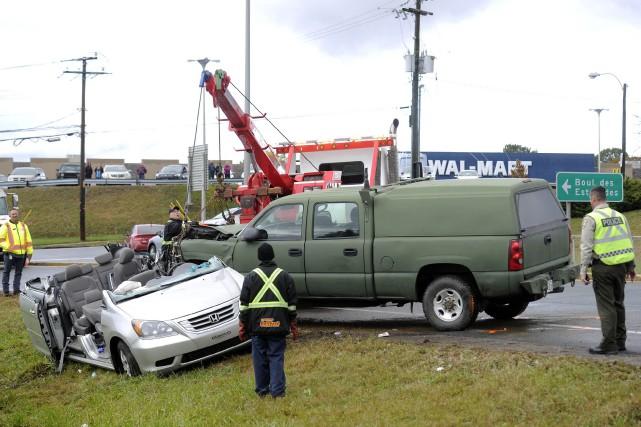 Le conducteur de l'automobile a subi des blessures... (Photo: Andréanne Lemire)