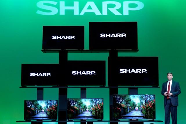 Sharp a reconnu récemment étudier différentes options pour... (PHOTO JEFF BOTTARI/AP)