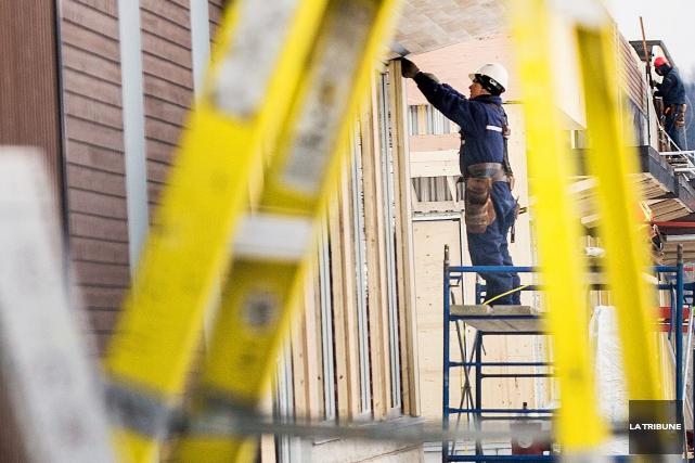 Les années à venir seront moins florissantes au chapitre de la construction... (Archives La Tribune)