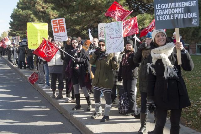Les syndicats du secteur public ont commencé, lundi... (PC, Ryan Remiorz)