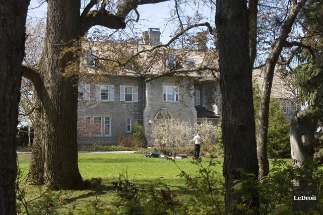 Les coûts des rénovations sont évalués actuellement à... (Photo d'archives, LeDroit)