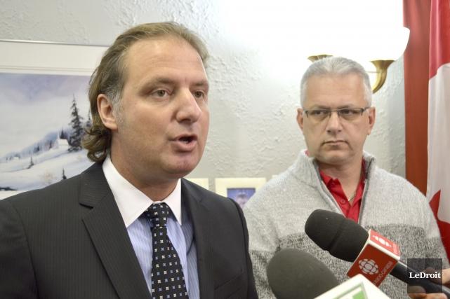 Le député provincial Alexandre Iracà et son homologue... (Benoit Sabourin, LeDroit)