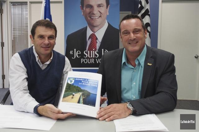 Le député de Granby, François Bonnardel, et le... (Alain Dion, La Voix de l'Est)